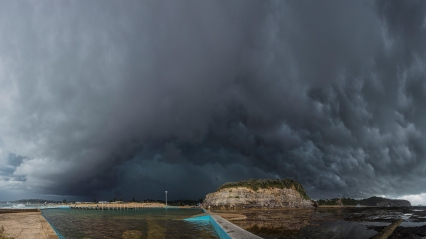 Storm clouds gather over Narrabeen rock pool 2014